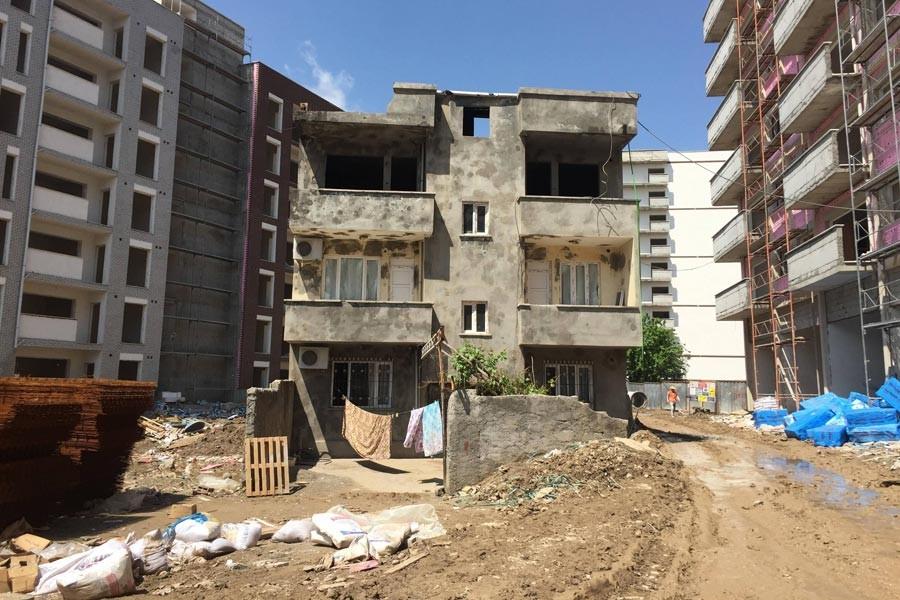 Cizre'de ayakta kalan son ev de yıkılıyor