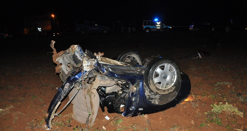 TIR ile otomobil çarpıştı: 4 ölü