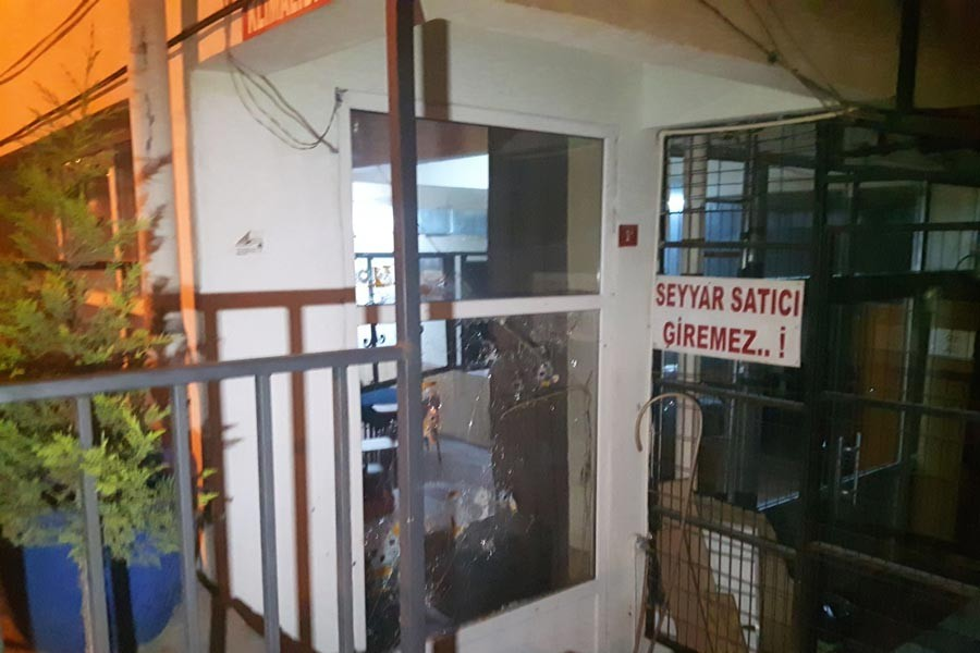 Bahçelievler'de kahvehaneye silahlı saldırı: 3 yaralı