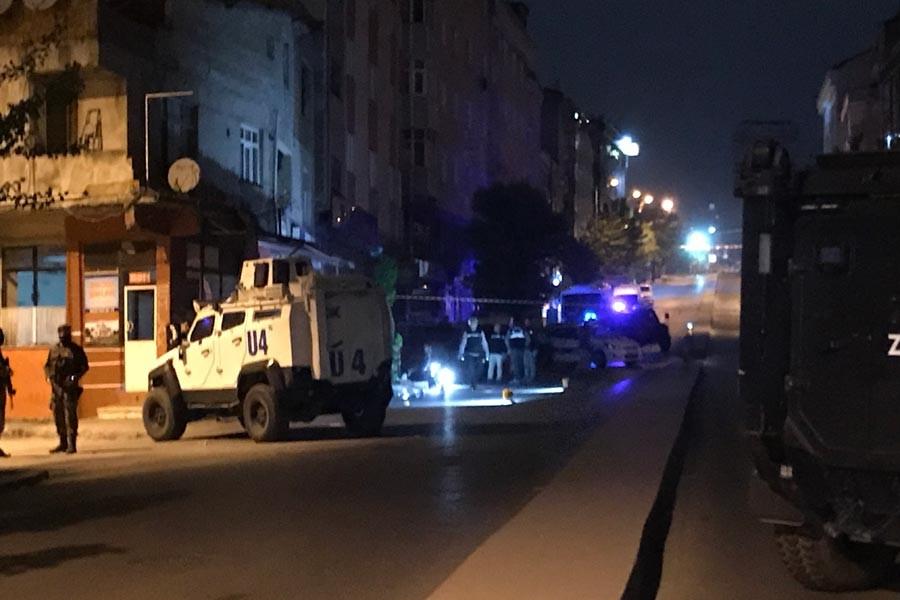 Sultangazi'de silahlı saldırı: 1 polis yaralandı