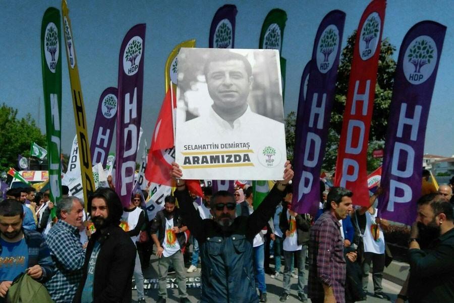 HDP: İsim vermiyoruz; 24 Haziran'da oyunuzu en yakışıklı olana verin