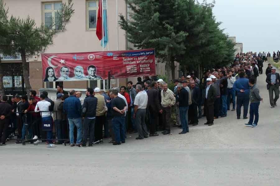 Kilis'te işsizliğin fotoğrafı: Geçici iş için başvuru kuyruğu