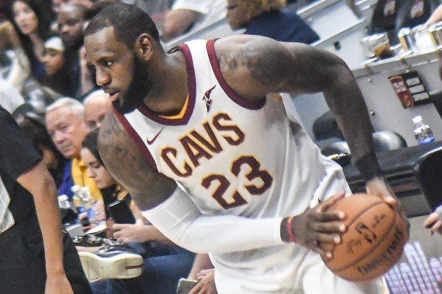 LeBron James, Los Angeles Lakers'a imza attı