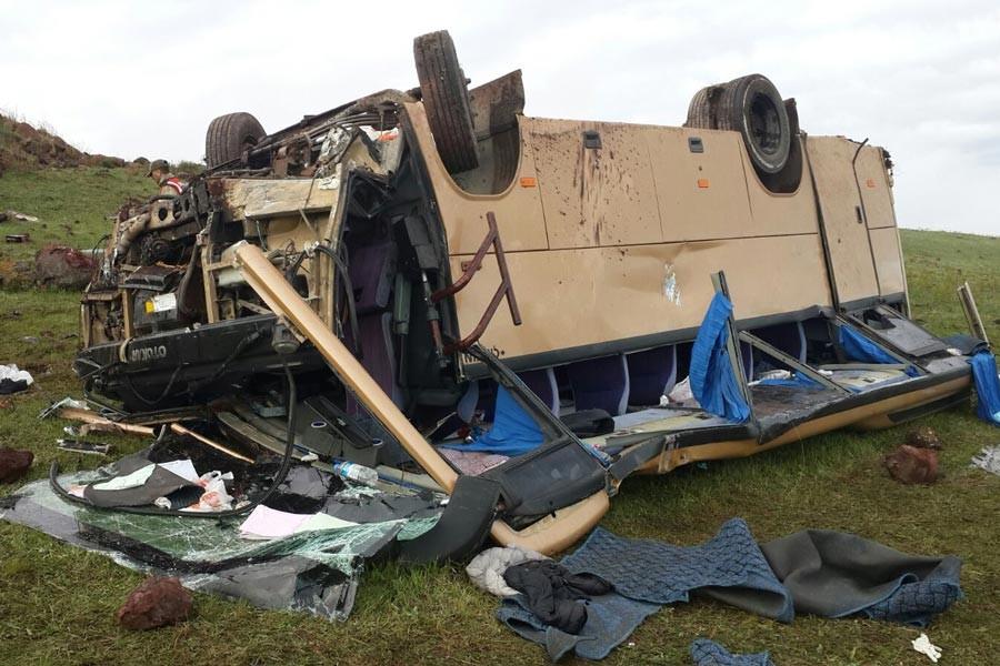Ardahan'da midibüs şarampole devrildi: 4 ölü, 22 yaralı