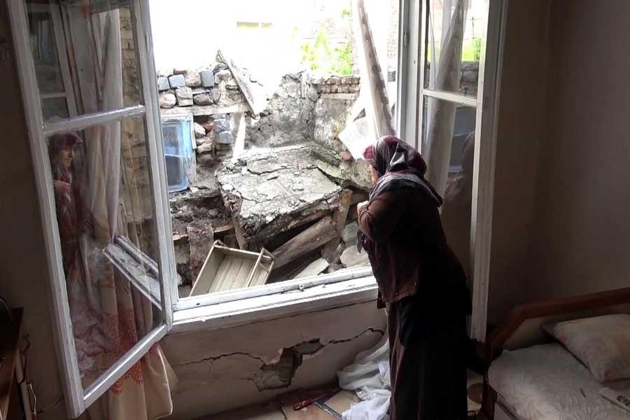 Erzurum'da sel bir aileyi evsiz bıraktı