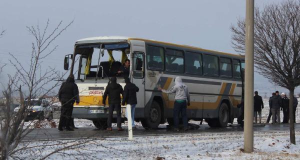 Kırşehir'de işçi servisi devrildi, 16 işçi yaralandı