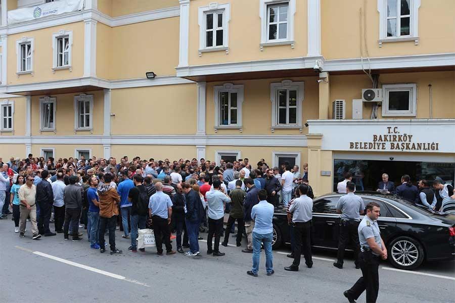 Sosyal hakları ödenmeyen Bakırköy belediyesi çalışanlarından eylem