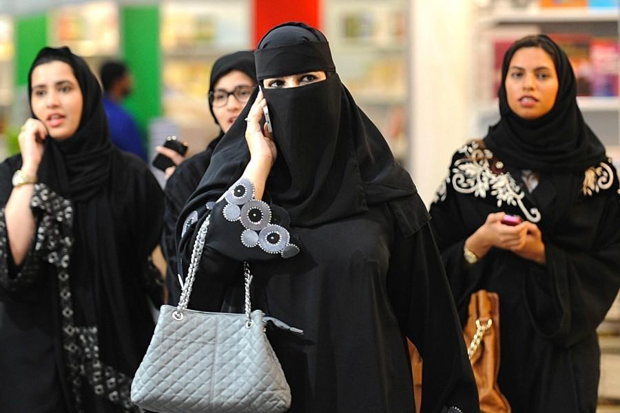 Yaşamları yasaklarla kuşatılan Suudi kadınlar orduda görev alabilecek