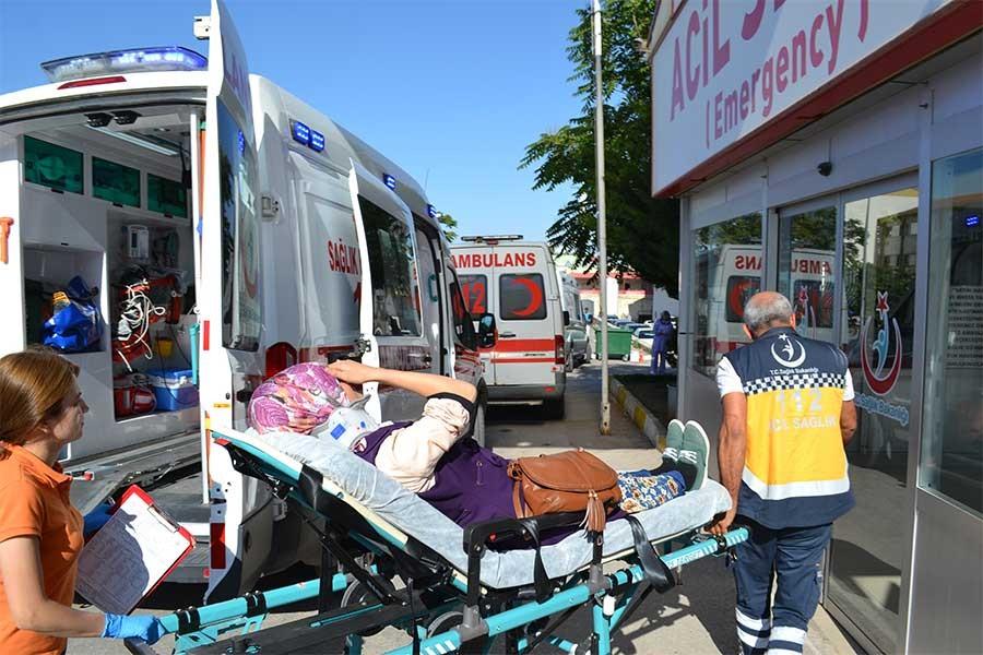 Aksaray'da işçi servisi TIR'la çarpıştı, 20 kişi yaralandı