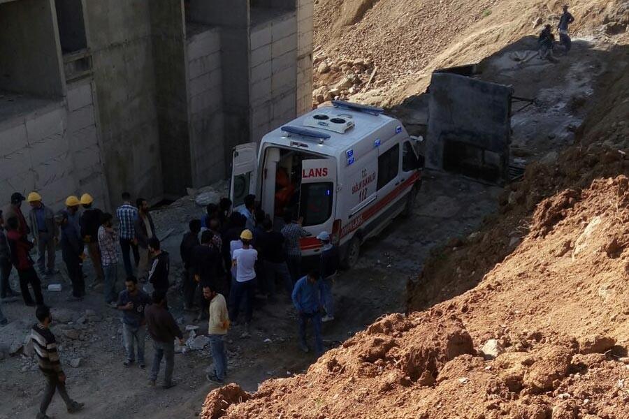 Yüksekova'da inşaatta iskele çöktü: 2 işçi yaşamını yitirdi, 1 yaralı