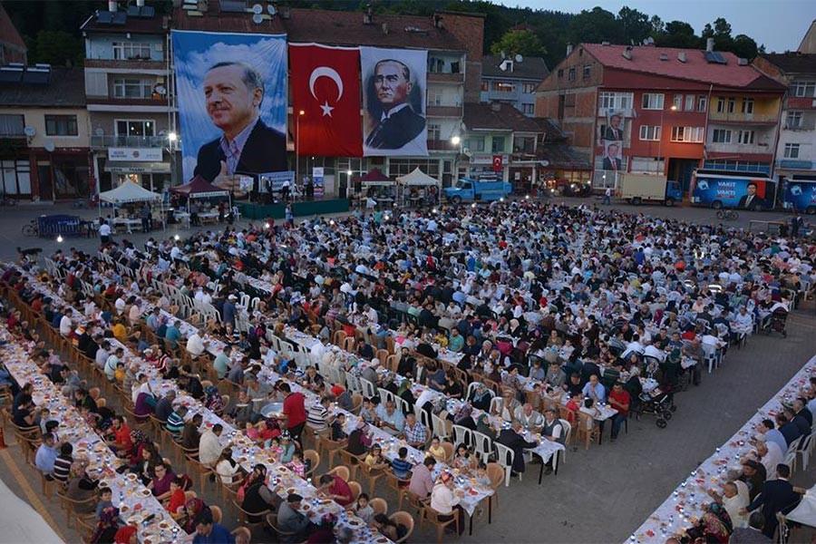 AKP'li belediyenin iftar yemeğinden sonra 20 kişi zehirlendi