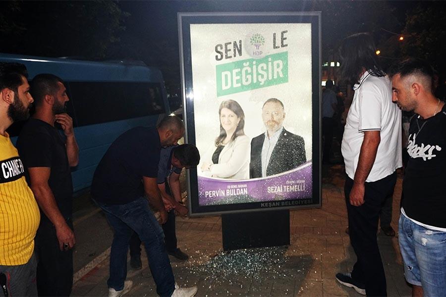 Keşan'da HDP afişlerinin yer aldığı reklam panosuna saldırı