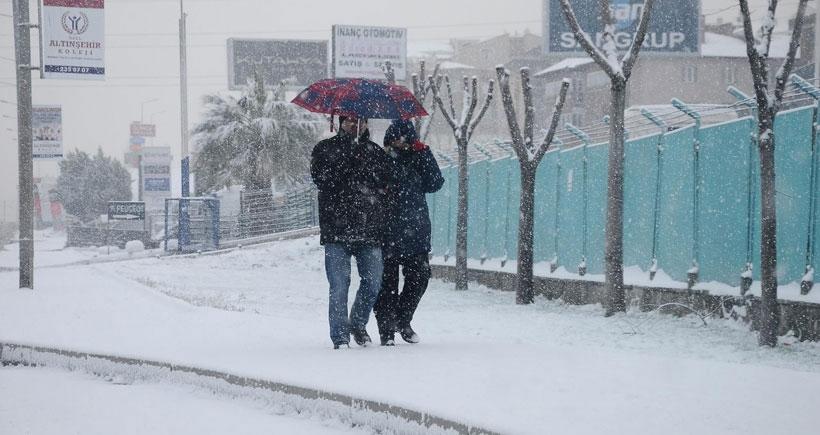 Kar, Bursa'da 100 köy yolunu ulaşıma kapattı