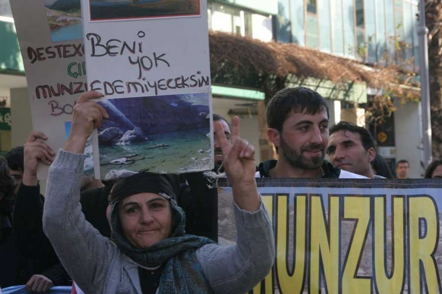 BİNALİ YILDIRIM'A MUNZUR TEPKİSİ