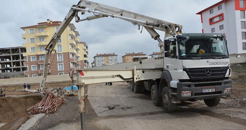 Üzerine beton pompası düşen işçi yaşamını yitirdi