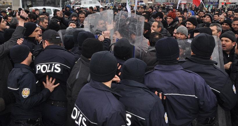 Sivas'ta işçilerin yürüyüşüne polis engeli