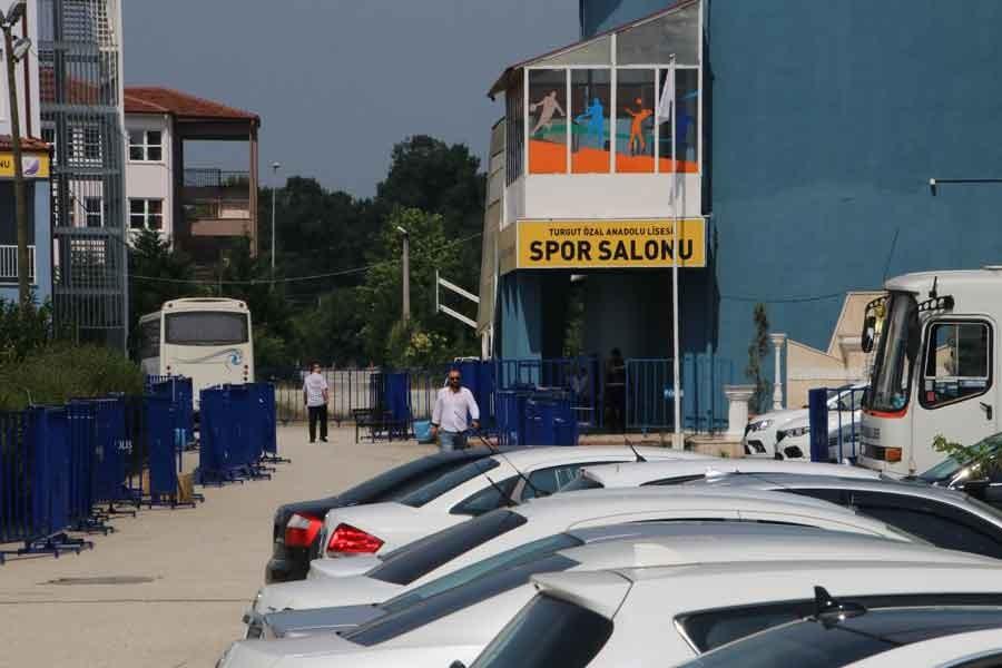Düzce'de geçersiz oyların sayımı sürüyor