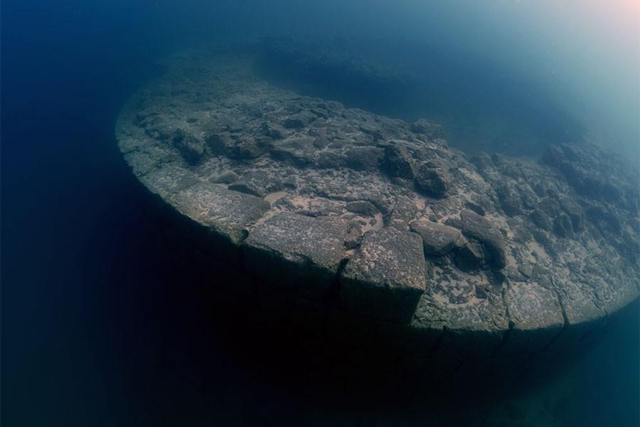 Van Gölü'nde yeni kale kalıntılarına rastlandı