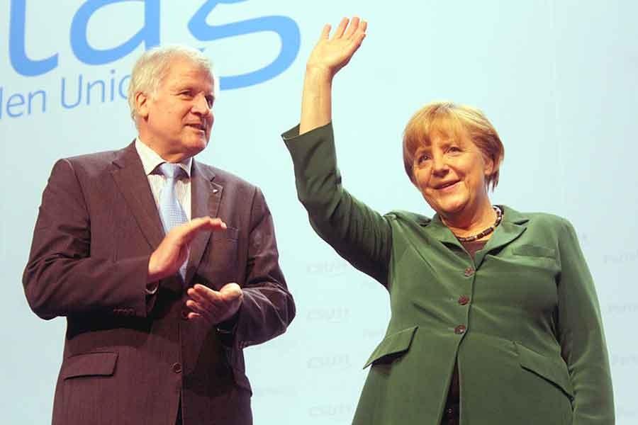 Almanya'da İçişleri Bakanı'nın yılan hikayesine dönen istifası