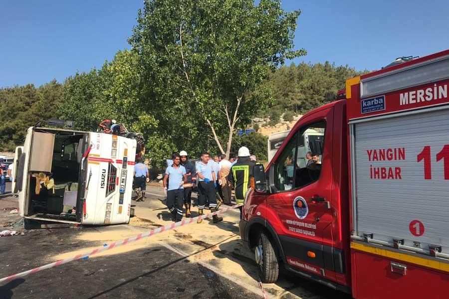 Mersin'de tarım işçilerini taşıyan minibüs devrildi: 3 kişi öldü
