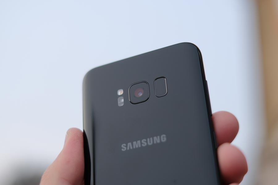 Samsung, galerideki fotoğrafları rastgele kullanıcılara gönderiyor