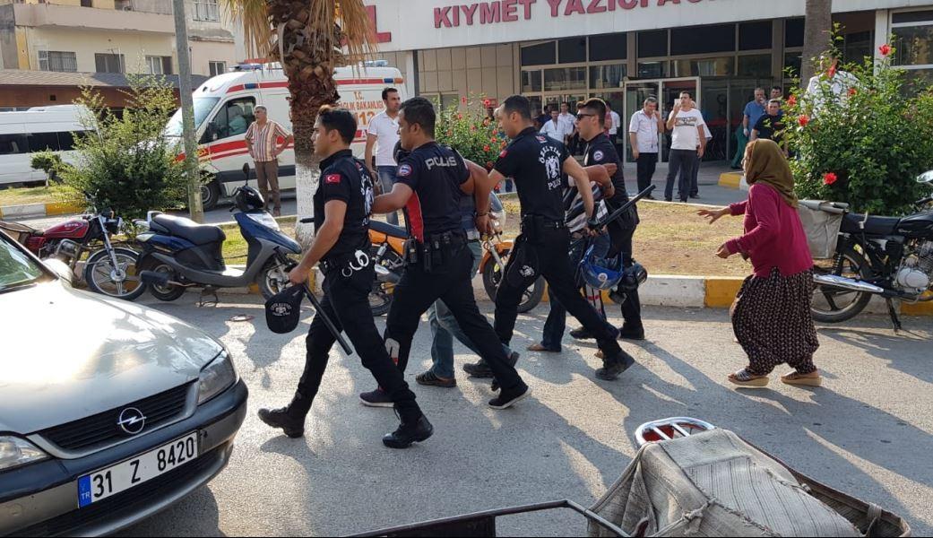 İskenderun'da iş makinesinin altında kalan 2 işçi yaşamını yitirdi