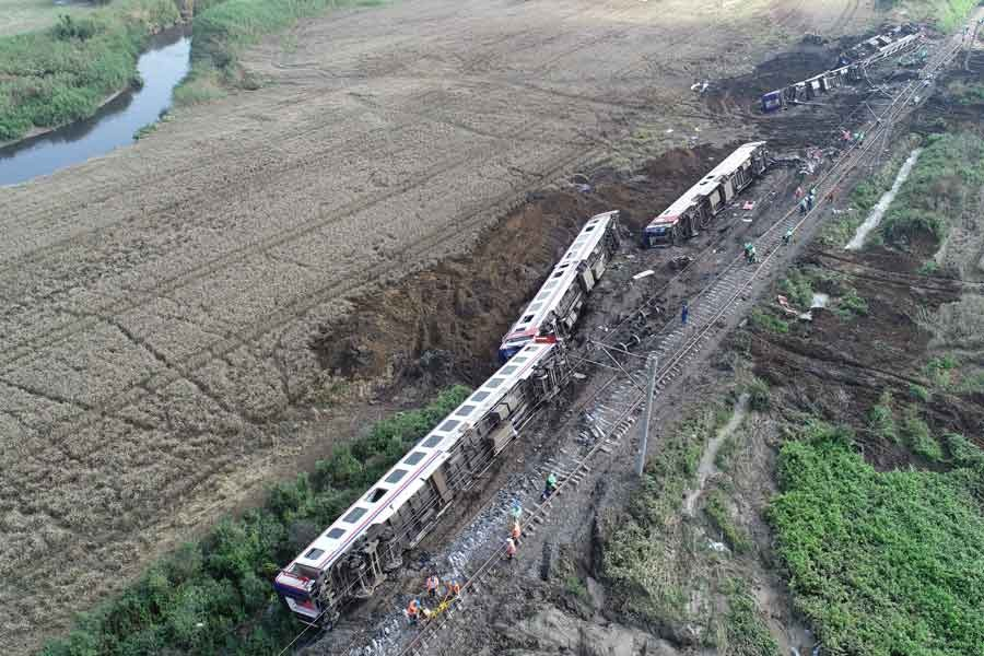 Çorlu'da yolcu treni devrildi: 25 kişi hayatını kaybetti