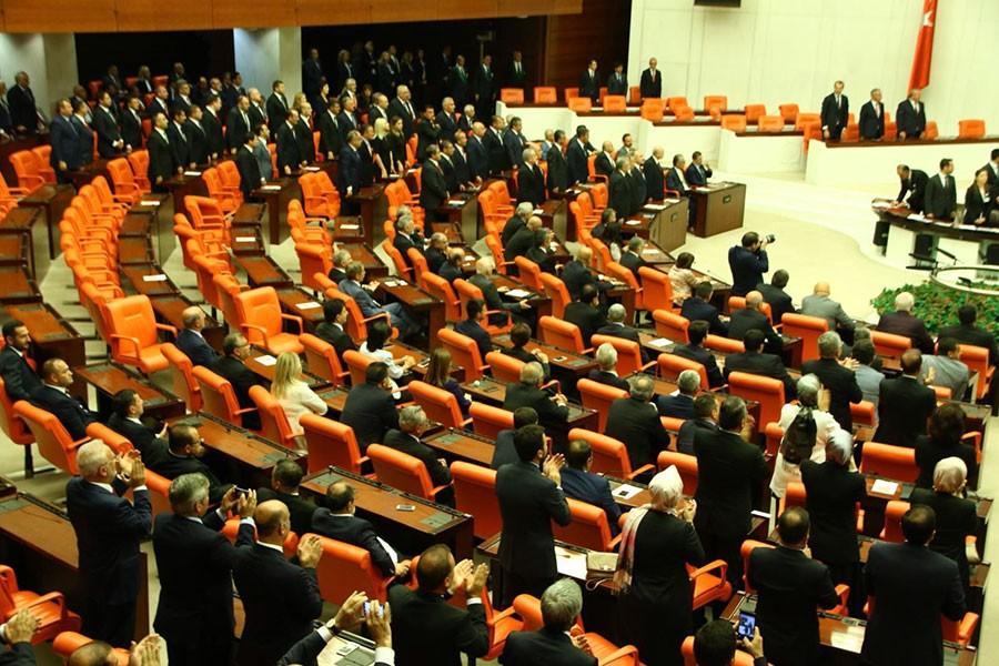 AKP'nin milletvekili sayısı 290'a düştü