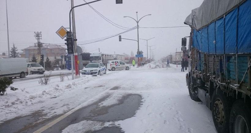 Afyon Gömü'de 20 saattir ulaşım kapalı