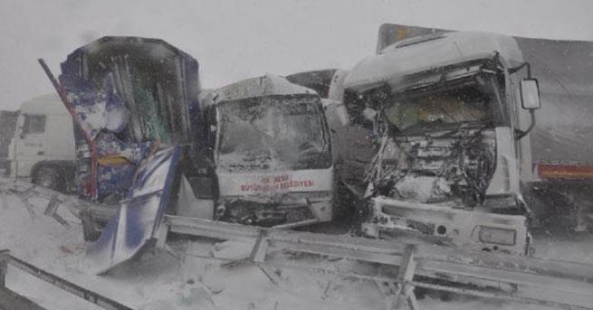 18 araç birbirine girdi: 30 kişi yaralandı
