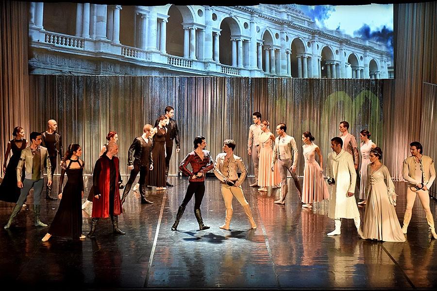 Romeo ve Juliet dans ediyor