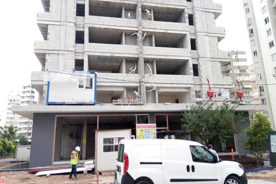 Adana'da inşaat halindeki binada yük asansörü düştü, 3 işçi yaralandı