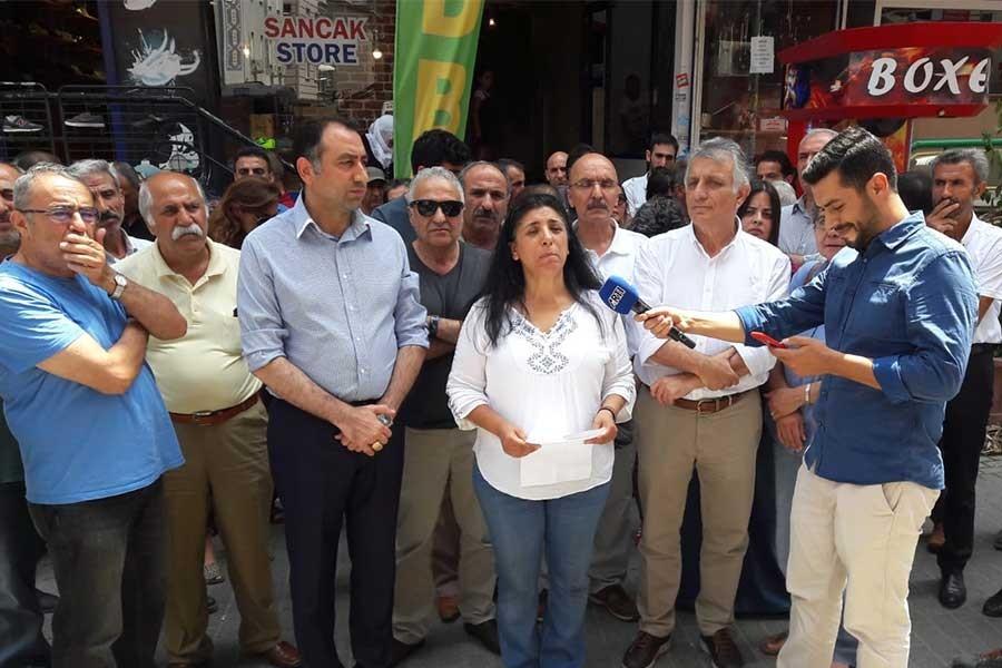 HDP'ye yapılan baskın  protesto edildi