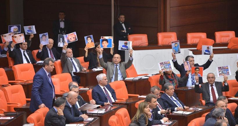 HDP'liler AKP döneminde öldürülen çocukların fotoğrafını açtı