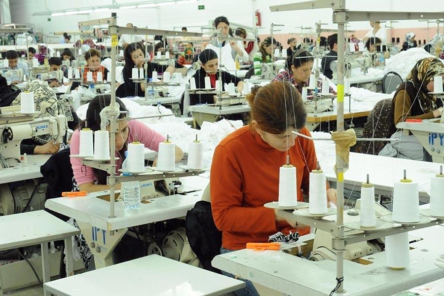 Kriz var para yok; mesai var izin yok: İşçi kadınlara yaz tatili hayal