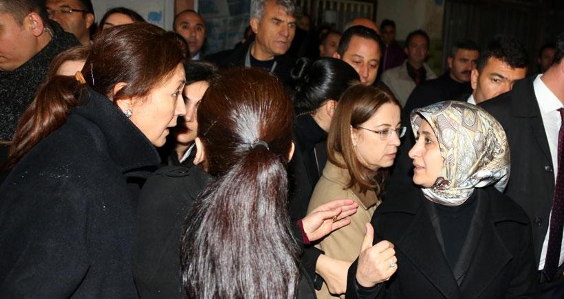 Bakan İslam'ın Özgecan'ın ailesine ziyareti basına yasaklandı