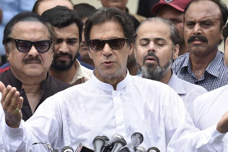 Pakistan seçiminde ilk sonuçlar açıklandı, muhalif lider önde