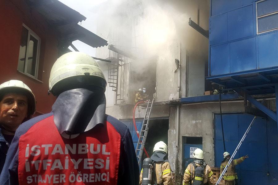 Bayrampaşa'da 2 katlı imalathanede yangın