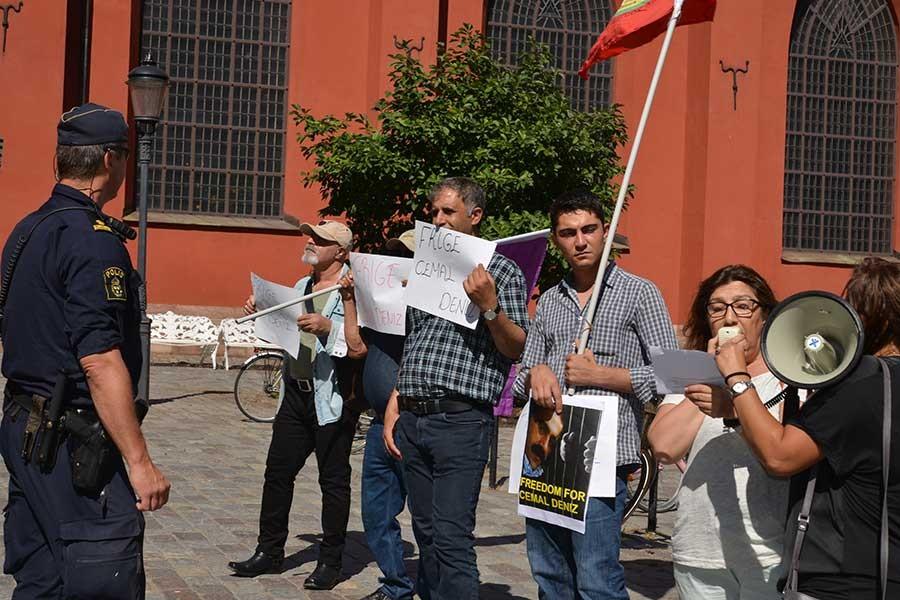 Türkiye'nin iadesini istediği Cemal Deniz için Stockholm'de eylem