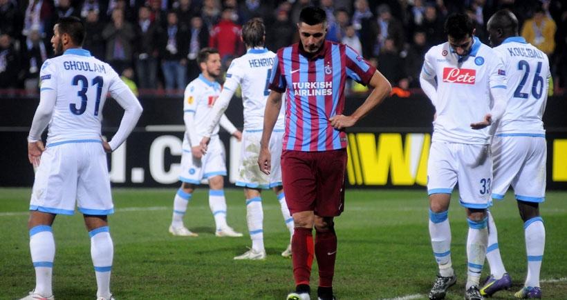 Trabzonspor'a Avni Aker'de 4 gollü Napoli şoku