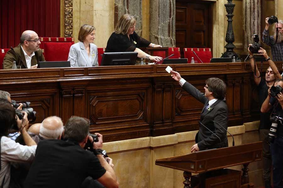 Katalan lider Puigdemont Belçika'ya döndü