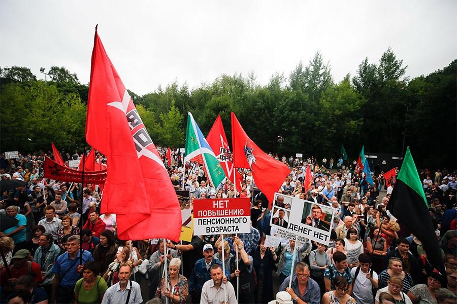 Rusya'da emeklilik yaşının yükseltilmek istenmesi protesto edildi