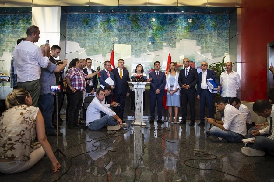 CHP'de muhalifler imzaları teslim etti, genel merkez 'yetersiz' dedi