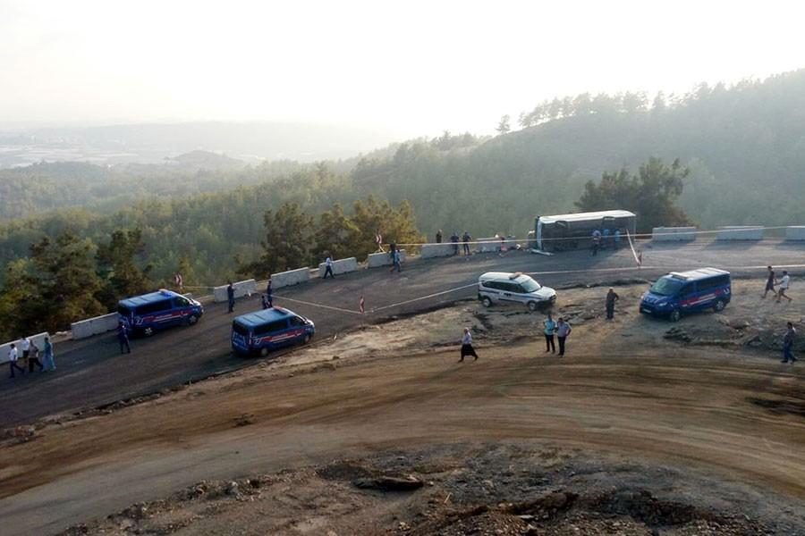 Antalya'da belediye otobüsü devrildi: 22 yaralı