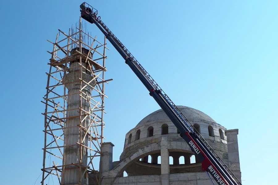 Denizli'de cami inşaatından düşen işçi ağır yaralandı