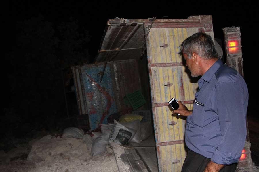 Fıstık işçilerini taşıyan kamyonet devrildi: 17 yaralı