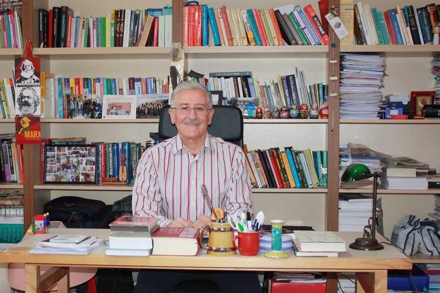 Akademisyen Mustafa Durmuş: Askeri harcamaların kısılmadığı bütçenin anlamı yok