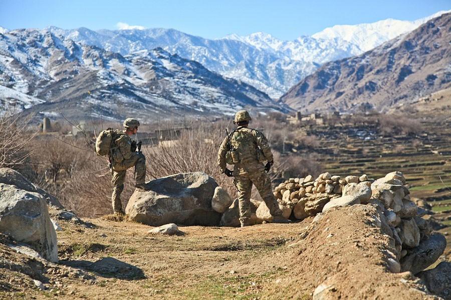 Afganistan'da iki ayrı saldırı: 4'ü sivil 21 kişi öldü
