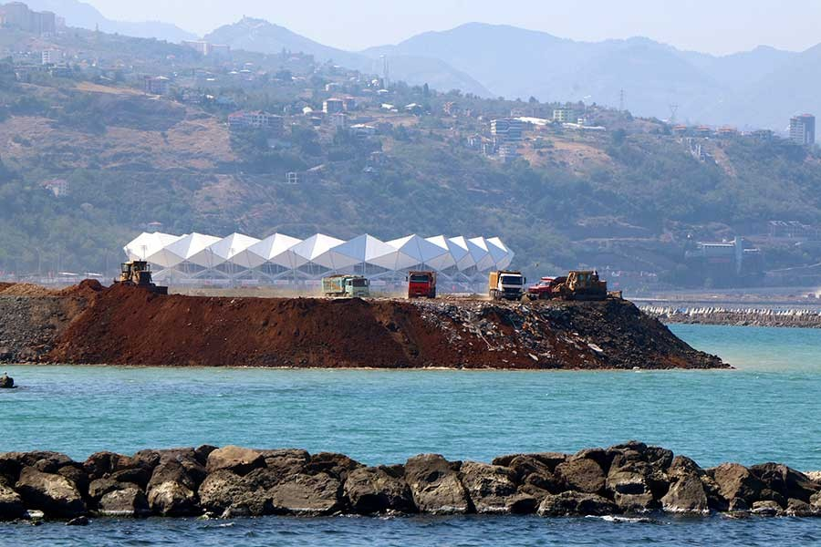 Trabzon'da deniz dolgusunda, tarım toprağı kullanıldı
