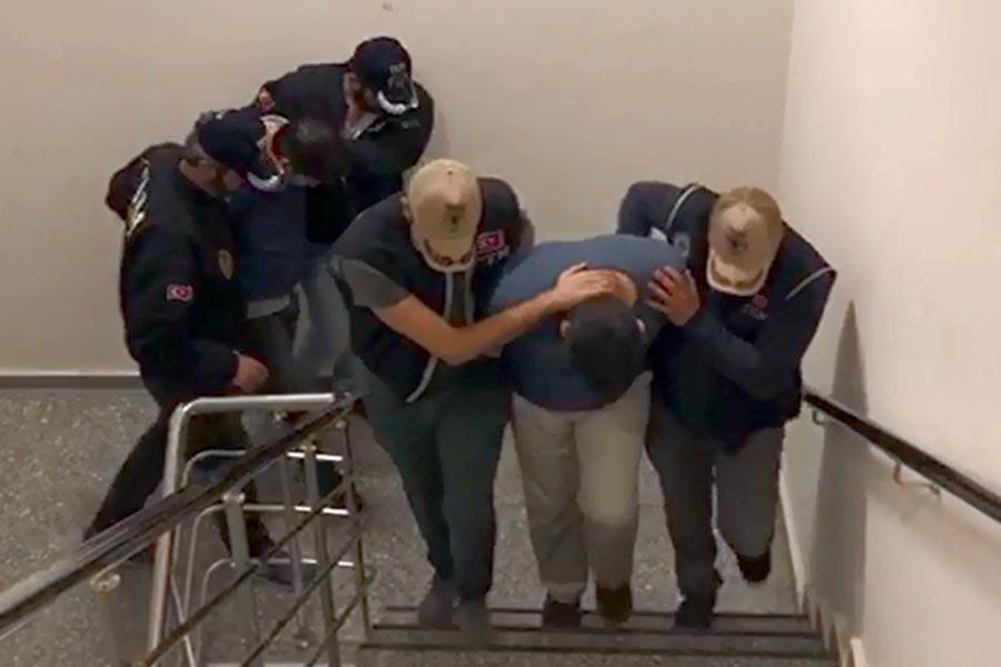 İzmir'de yürütülen 'FETÖ' soruşturmasında 12 kişi tutuklandı
